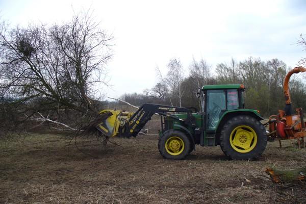 traktor1490F3ED6-8A4E-B7D6-CA0A-7A48C214E8FA.jpg