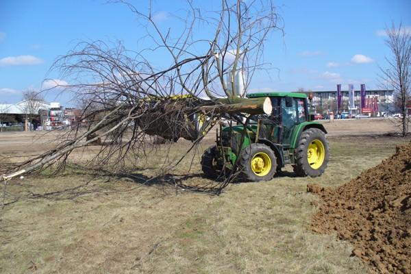 traktor235B652B7-ECF0-70D7-282D-7DB7002D4592.jpg