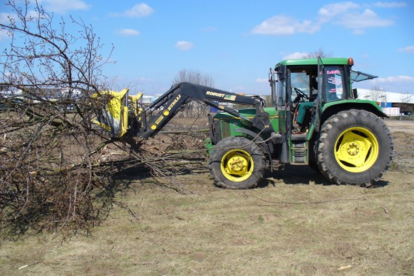 traktor3066AA3A4-274E-8470-71CF-4B3A83FD67DD.jpg
